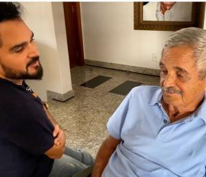 Pai do cantor e de Zezé Di Camargo, que originou o filme '2 Filhos de Francisco', morreu na noite de segunda e teve velório realizado nesta terça, 24