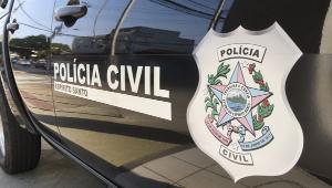 A vítima, que não teve a idade revelada, foi atingida na cabeça, no ombro direito e no pescoço. O motorista foi socorrido por populares e levado para o hospital.