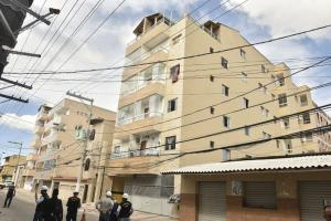 Duas casas do entorno também, segundo informações da Prefeitura de Vila Velha. São cerca de 220 pessoas impactadas diretamente, sendo 60 somente do edifício Santos II, que ameaçou colapsar no bairro Nova Itaparica
