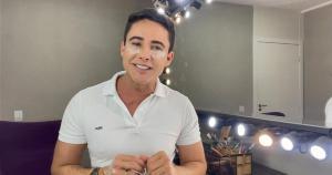 O maquiador Ricardo Silveira ensina a forma certa de esconder o cansaço. A dica vai ajudar a clarear, amenizar e ainda deixar a região mais hidratada
