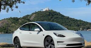 Com o pioneirismo em veículos elétricos, a marca norte-americana almeja revolucionar o mercado automobilístico mundial trazendo tecnologia espacial e acesso ao futuro da mobilidade