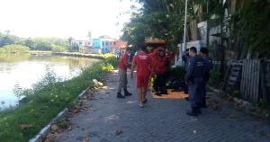 O Corpo de Bombeiros encontrou o corpo do homem na manhã desta sexta-feira (21). Segundo a corporação, a PM informou que ele pulou no rio após ser agredido por populares em Castelândia