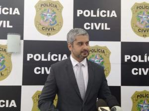 Segundo a polícia, prejuízo gerado é estimado em R$ 50 mil. Na residência do suspeito foram apreendidos cartões, uma arma falsa, máquinas de cartões, e produtos adquiridos por meio de fraude