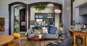 Com 38 ambientes criados por 58 arquitetos, a histórica residência Brando Barbosa, de 2.500 m2, é preenchida com cores, texturas e originalidade