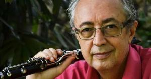 Álbum instrumental conta também com os trabalhos de Diego Zangado (batera e percussão) e Caio Márcio Santos (violões)