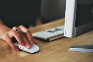 Cobrança indevida nas contas de internet está no topo das reclamações. O especialista em Direito do Consumidor Luiz Gustavo Tardin explicou como proceder ao se deparar com uma das situações