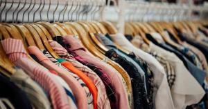 Decreto publicado no útimo sábado (20) ampliou as restrições aos estabelecimentos, que ficam vetados de comercializar produtos não essenciais