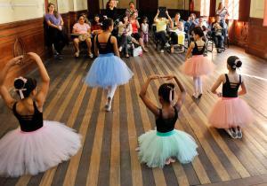 Ao todo, são 397 vagas nas áreas de Música, Dança e Teatro. As inscrições podem ser feitas até a próxima quarta-feira (27) pela internet