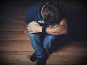 A verdadeira prevenção ao suicídio vem de condições coletivas e sociais fortes, muito antes de qualquer conscientização individual e voltada para a doença