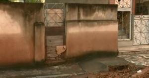 Na manhã desta quarta-feira (24), algumas ruas ainda estavam com muita lama; moradores e comerciantes contabilizam prejuízos