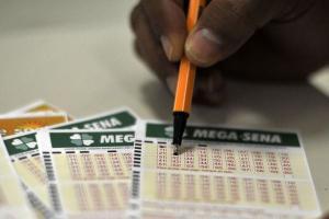 Já a quina será dividida entre 77 apostadores, que vão receber, cada um, R$ 49.919,36