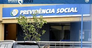 O presidente Jair Bolsonaro (sem partido) assinou decreto que antecipa o abono, injetando R$ 52,7 bilhões na economia do país
