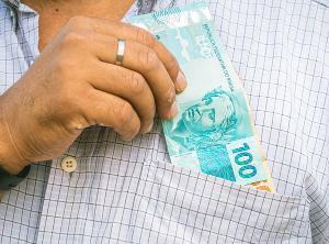 Política séria de valorização gradual da remuneração mínima melhora o bem-estar do trabalhador de base, combate desigualdade e não gera os efeitos deletérios da informalidade e do desemprego