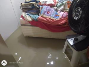 Segundo a Defesa Civil, oito pessoas estão desalojadas. Os moradores atingidos foram encaminhados para uma casa de passagem e um hotel da cidade