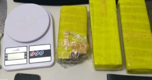 Três tabletes de maconha foram apreendidos na ação, que contou com o apoio da polícia de Espera Feliz, município de Minas Gerais