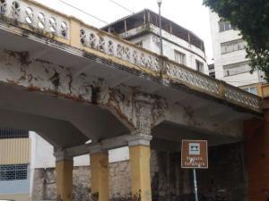 Ao ser reduzido à condição de estacionamento particular, o viaduto perdeu a credibilidade de patrimônio histórico. E de quem é a culpa?