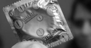 O que coloca a saúde das pessoas em perigo são comportamentos de risco, como o sexo sem proteção. No Brasil. número de novas infecções pelo HIV se concentra entre os mais jovens