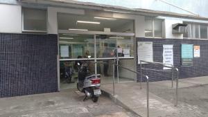 Acidente aconteceu na manhã deste domingo (5), no bairro Cidade Pomar; motorista se recusou a fazer o teste do bafômetro, mas foi ouvido e liberado
