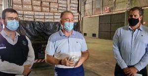O governador Renato Casagrande mostrou as seringas e fez o anúncio em uma live na manhã deste sábado (16)