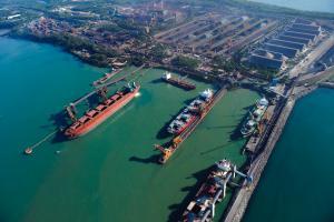 Contrato que permite a petroleira abastecer navios a partir do píer da Vale acaba nesta segunda-feira (31) e não será renovado. Petrobras deve transferir as operações para outra área