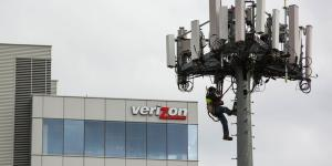 Cellphone Tower Companies Race Higher