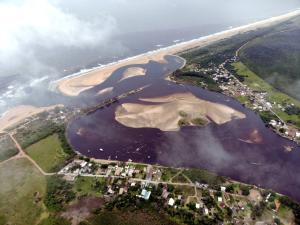 Medida preventiva tem o objetivo de proteger rios e manguezais caso as manchas de óleo atinjam o litoral capixaba. Em Conceição da Barra, também será feita contenção na foz do Rio Itaúnas e do Rio Cricaré