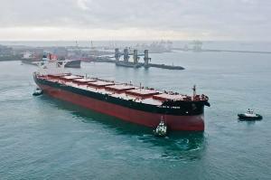 Porto da mineradora em Vitória tem projetos para transportar minério de ferro de forma a reduzir os danos ambientais