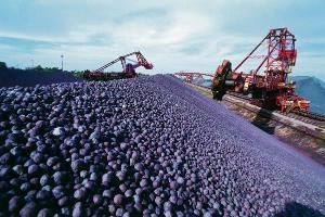 Crise do mercado imobiliário e redução de investimentos em infraestrutura derrubaram a demanda por minério de ferro na China, afetando as ações da mineradora; entenda