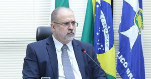 A cobrança em questão incide sobre doação ou herança de bens de brasileiros no exterior. O tema envolve cifras bilionárias