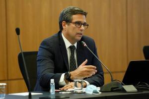Roberto Campos Neto voltou a considerar que parte da inflação de curto prazo vem do efeito do câmbio misturado com a alta nos preços das commodities
