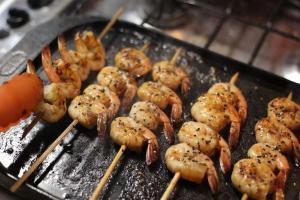 Entenda como preservar a qualidade de ingredientes como camarão, lagosta, polvo e conchas ao armazená-los na geladeira da sua casa