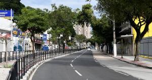 Com Natal em meio à pandemia, carros e pessoas sumiram das ruas da Capital do Espírito Santo nesta sexta-feira (25)