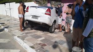 De acordo com Polícia Militar, durante o resgate, a condutora do automóvel se encontrava parcialmente presa no veículo devido à força da colisão, porém consciente