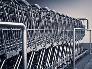 Setor de supermercados é o que está com o maior número de postos de trabalho abertos. Há chances ainda em indústrias, construtoras e hospitais, entre outras áreas. Veja a lista completa de oportunidades e como enviar currículo