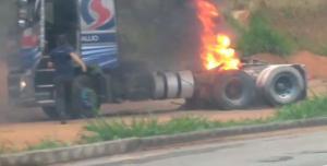 Princípio de incêndio aconteceu neste domingo (11), por volta das 6h40, no quilômetro 314, da BR 101; ninguém se feriu
