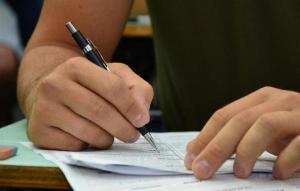 No Brasil, adultos que completaram o ensino médio ganham 20% a mais e ficam menos tempo desempregados ou na informalidade