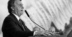 O presidente da República não parece se preocupar com o Brasil ao fazer malabarismos retóricos com feijão e fuzis, sem esboçar nenhuma compaixão por quem tem fome