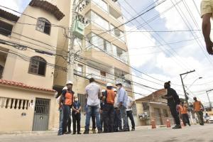 A Santos Construtora informou, por meio da advogada Caroline Cucco, que a hospedagem e alimentação está sendo oferecida a todos os moradores do perímetro interditado até que possam voltar a suas casas, no bairro Nova Itaparica, em Vila Velha