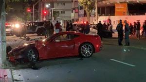 A colisão ocorreu no fim da noite deste sábado (17), próximo ao acesso à Ponte Ayrton Senna, em Vitória. O superesportivo é um modelo Califórnia F1 do ano de 2012, com motor de 480 cavalos