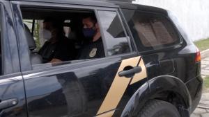 Polícia Federal prendeu também um amigo do prefeito e a chefe de gabinete dele, além de quatro empresários. Eles são suspeitos de participar de um esquema de fraudes, propinas e lavagem de dinheiro