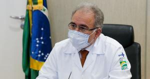 O ministro da Saúde, Marcelo Queiroga, nega que tenha seguido uma ordem do presidente Jair Bolsonaro para suspender a vacinação em adolescentes de 12 a 17 anos. A medida foi anunciada na quinta (16).