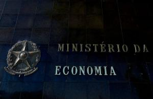Proposta do governo Bolsonaro cria cinco tipos de servidores. Apenas cargos típicos de Estado, como policiais e auditores fiscais, manteriam a estabilidade. Para valer, Congresso precisa aprovar