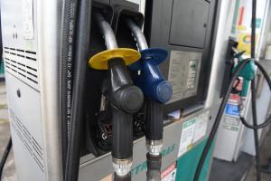Petrobras anunciou mais um reajuste para a gasolina e o diesel a partir desta sexta-feira (19), o que deve pesar ainda mais no bolso do consumidor e afetar também os preços de outros produtos, como alimentos
