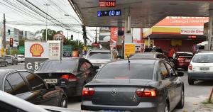 Mesmo com a gasolina a R$ 7, postos de combustíveis seguem lotados em todos o Estado