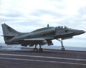 Barulho assustou moradores. O Comando da Força Aeronaval da Marinha explicou que trata-se de um caça modelo AF-1B que estava fazendo treinamentos no aeroporto de Vitória