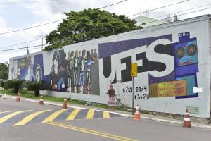 Sem recursos, a universidade vai deixar de oferecer o auxílio para custear moradia, transporte e material para os estudantes em condições de vulnerabilidade socioeconômica