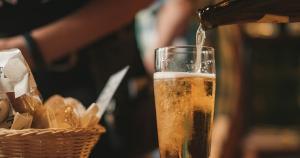 Novas apostas dos grupos Heineken e Ambev no Brasil são cervejas mainstream puro malte que se diferenciam no mercado e concorrem com as artesanais