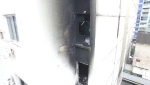 A corporação afirmou que o mais provável é que as chamas tenham começado no ventilador de teto, mas também há a possibilidade de que o início do fogo tenha ocorrido no ar-condicionado do quarto dos pais