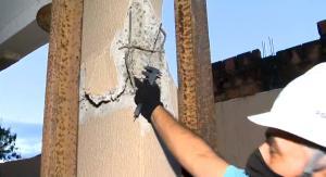 Prédio no bairro Nova Itaparica, em Vila Velha, corre risco de desmoronamento. Apesar da fala do dono da construtora, profissionais do Crea-ES constataram ser impossível que um carro tenha atingido a área afetada, que fica na parte alta