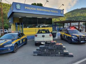 O condutor viajava de São Paulo para o bairro André Carloni, na Serra, quando foi parado pela Polícia Rodoviária Federal após fazer uma ultrapassagem irregular